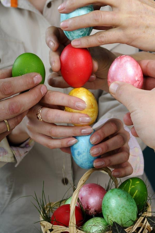 Download Target366_0_ Przecinających Easter Jajek Ludzi Zdjęcie Stock - Obraz złożonej z easter, studio: 13327040