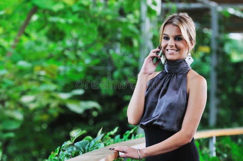 TARGET397_0_ na telefon komórkowy biznesowa kobieta fotografia royalty free