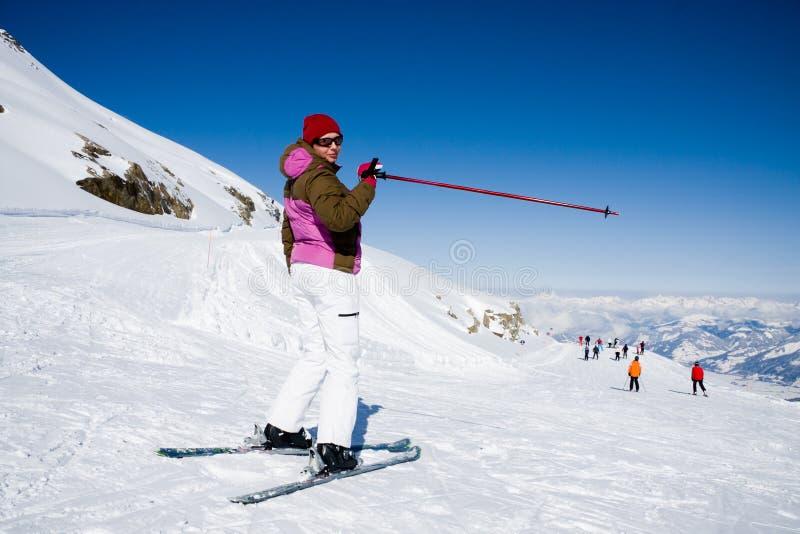 target422_0_ skłon narciarskiej kobiety zdjęcie stock