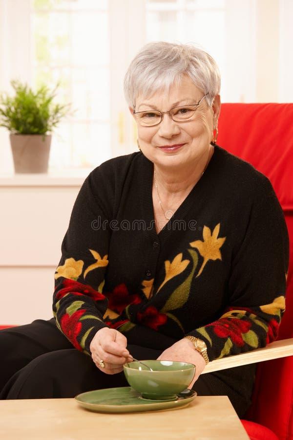 target436_0_ starsza herbaciana kobieta zdjęcia royalty free
