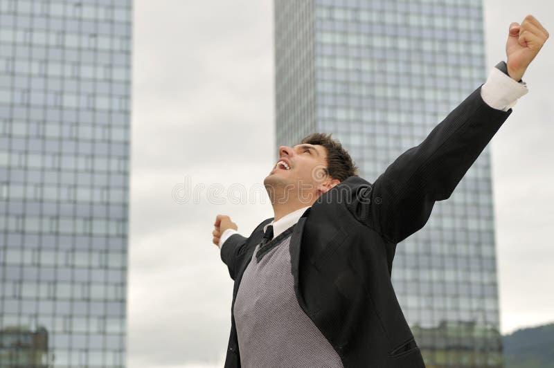 TARGET437_0_ od radości zwycięzcy biznesmen obrazy stock