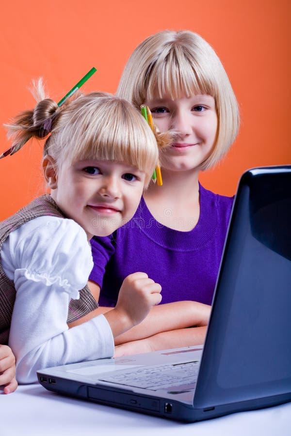TARGET452_1_ internety dwa dziewczyny fotografia stock