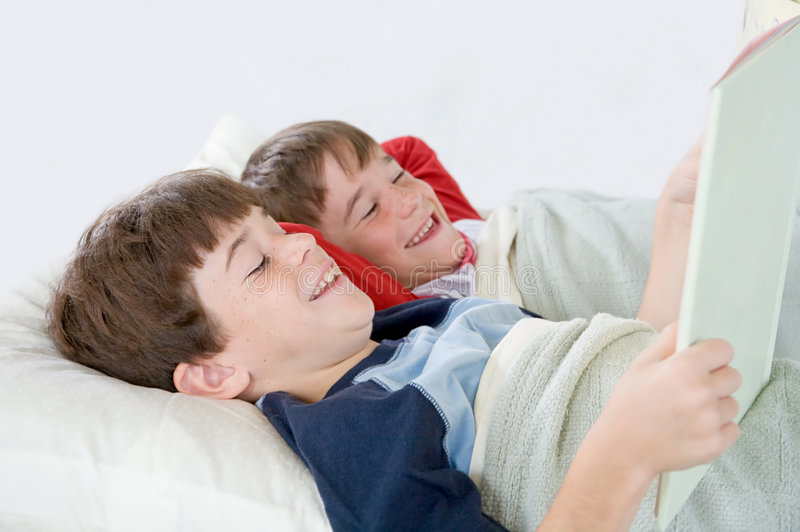 target598_1_ opowieść łóżkowe chłopiec fotografia stock