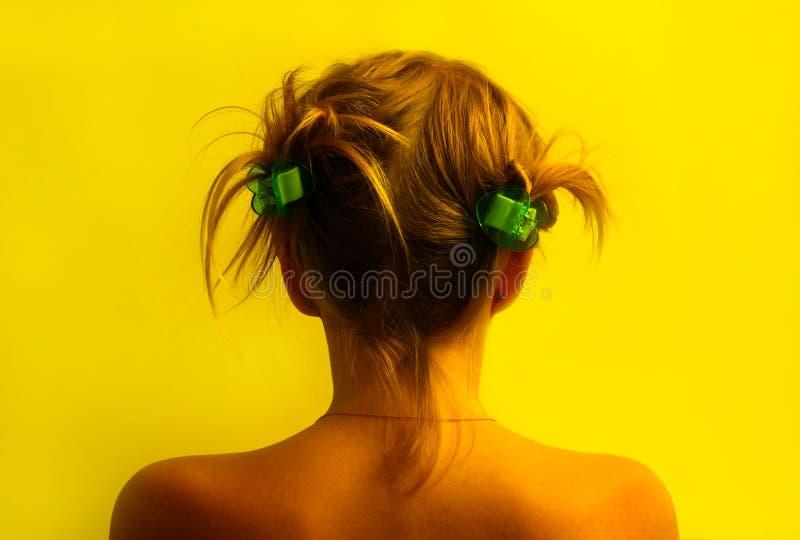 target719_0_ kolor żółty tło dziewczyna fotografia stock