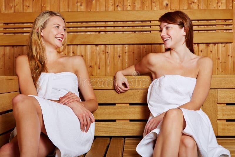 TARGET795_1_ w sauna dwa kobiety obraz royalty free