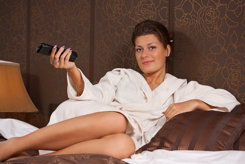 target889_0_ tv dopatrywania kobieta zdjęcie royalty free