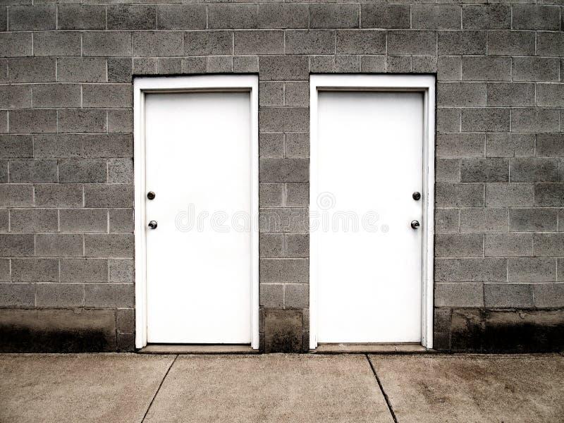 target903_0_ dwa wyborów drzwi ilustracji