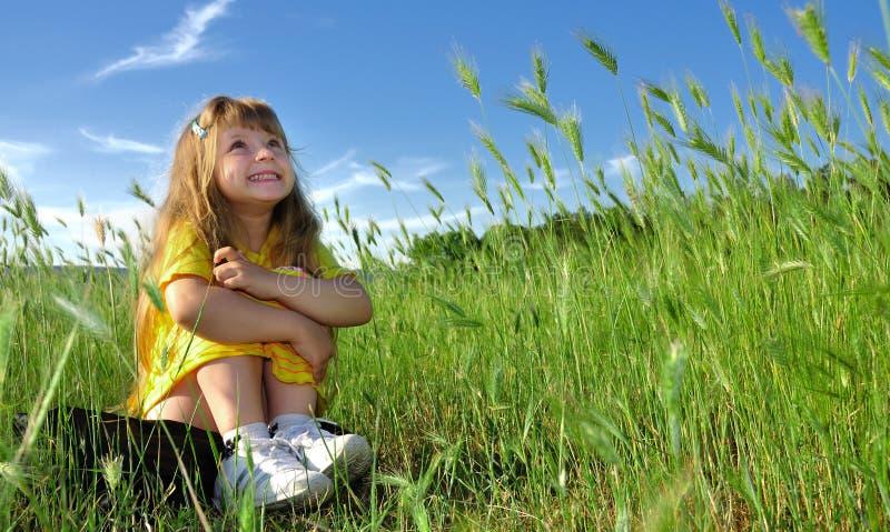 target98_0_ dziewczyny trawy fotografia stock