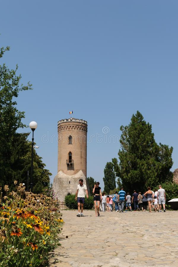 Targoviste, Romania - 15 agosto 2017: i turisti che visitano Chindia si elevano in Targoviste, Dambovita, Romania fotografie stock