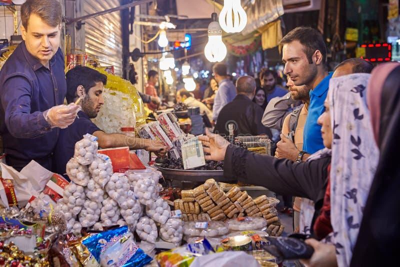 Targowy handel w orientalnym bazarze, Teheran, Iran obraz stock