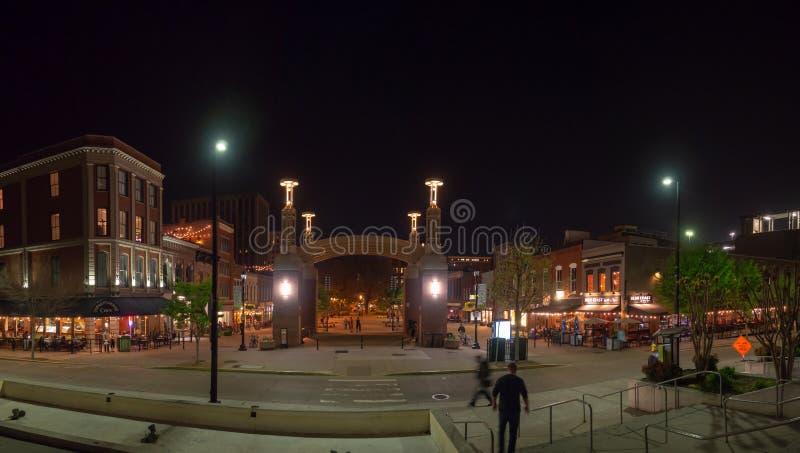 Targowy kwadrat, Knoxville, Tennessee, Stany Zjednoczone Ameryka: [nocy życie w centrum Knoxville] zdjęcia stock