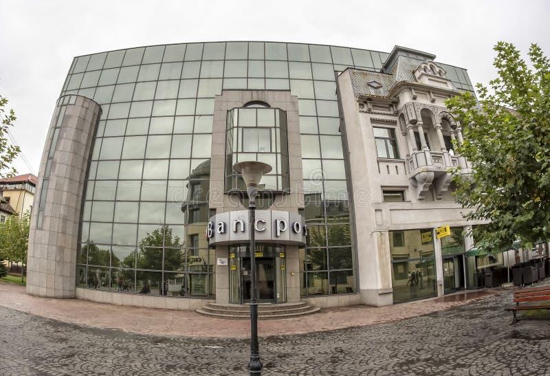 TARGU-JIU, ROMANIA-OCTOBER 08 :大厦在2014年10月08日的老市中心在Targu-Jiu 免版税库存图片