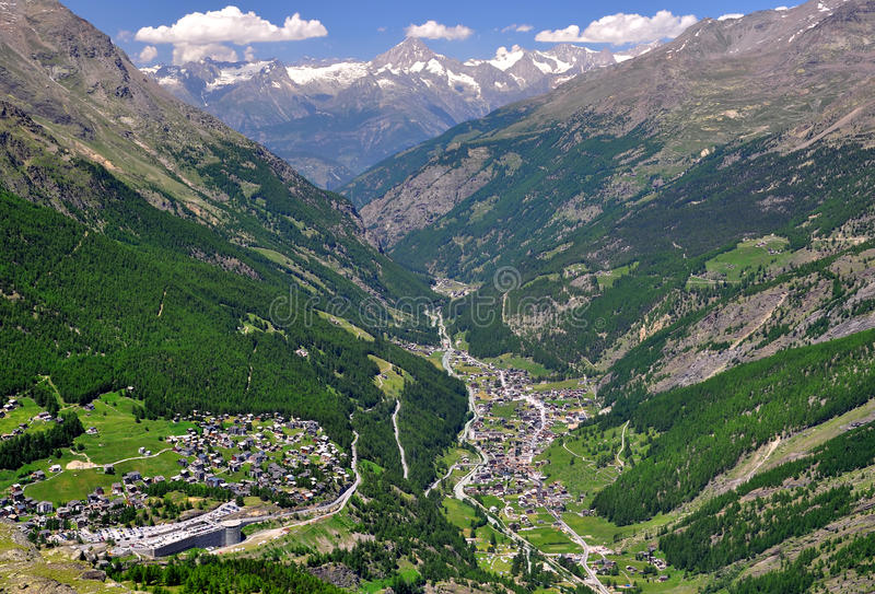 Tarifa y Saas Grund, Suiza de Saas fotos de archivo