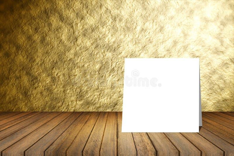 Tarjeta blanca puesta en el escritorio de madera o el piso de madera en fondo abstracto borroso de la textura de la pared del oro imagen de archivo