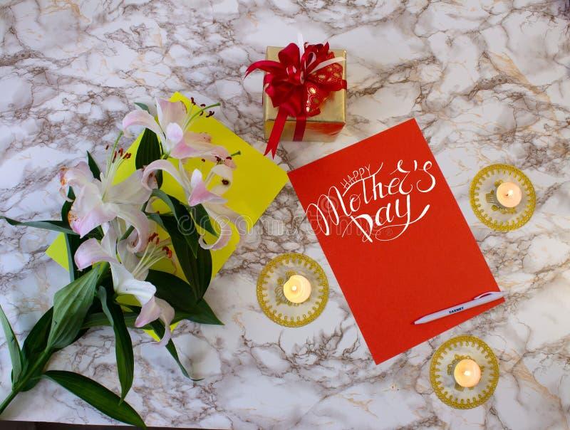 Tarjeta, cartel, plantilla de felicitaciones en el Día de la Madre imagenes de archivo