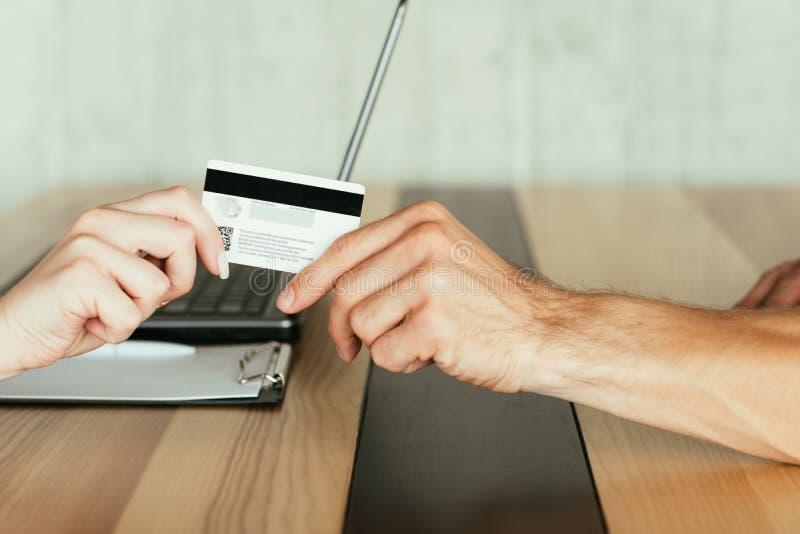 Tarjeta de banco en línea de la transacción del dinero del pago fotografía de archivo