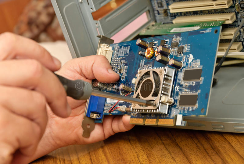 Tarjeta de circuitos que es reparada imagen de archivo libre de regalías