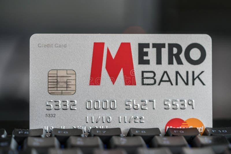 Tarjeta de crédito de Metrobank en un teclado foto de archivo