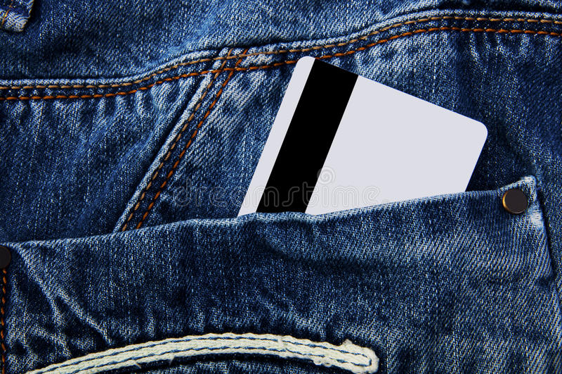 Tarjeta de crédito en bolsillo imagen de archivo libre de regalías