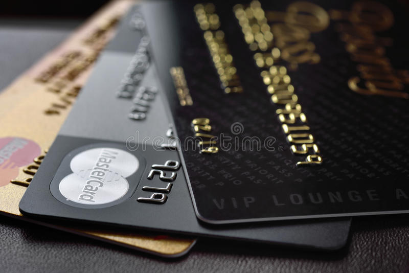 Tarjeta de crédito Mastercard y acceso del paso de la prioridad foto de archivo