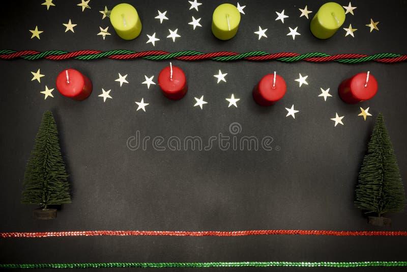 Tarjeta de felicitación con Feliz Navidad del partido de la decoración y Feliz Año Nuevo foto de archivo libre de regalías
