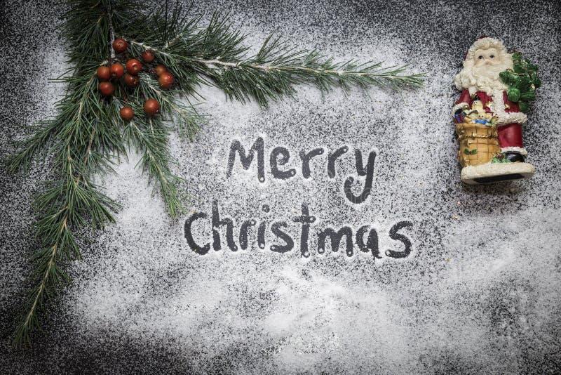 Tarjeta de felicitación con la decoración y el texto festivos - Feliz Navidad imágenes de archivo libres de regalías