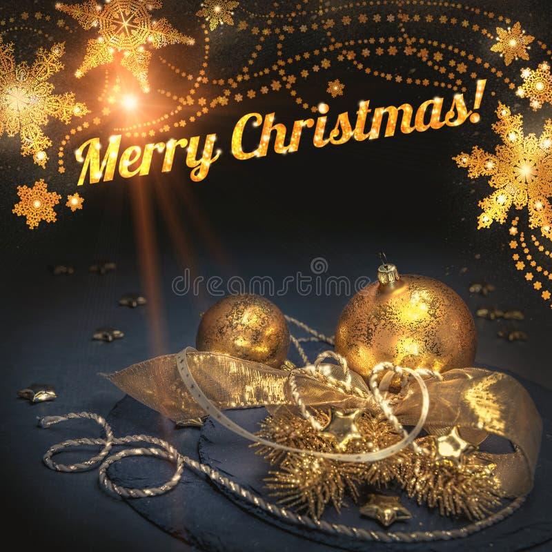 Tarjeta de felicitación de la Navidad con las decoraciones de oro encabezamiento fotos de archivo