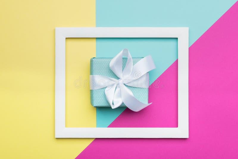 Tarjeta de felicitación geométrica de los modelos del minimalismo plano de la endecha en colores en colores pastel del caramelo c imagen de archivo libre de regalías