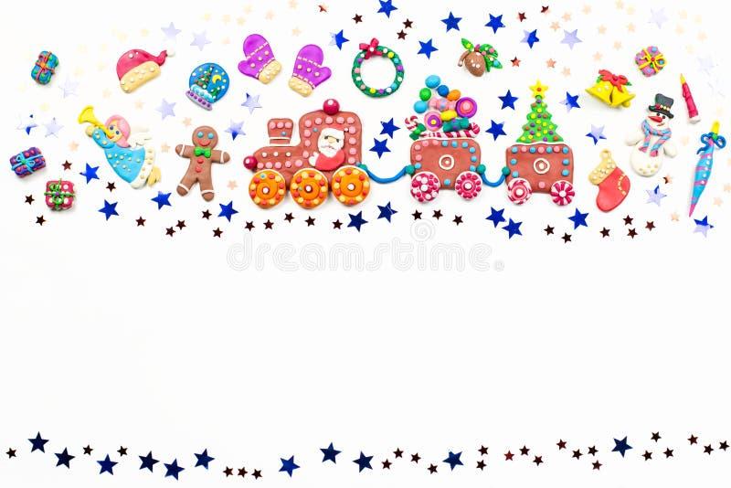 Tarjeta de felicitación de la Feliz Navidad con las decoraciones Papá Noel, tren de la Navidad con el árbol y dulces, muñeco de n libre illustration