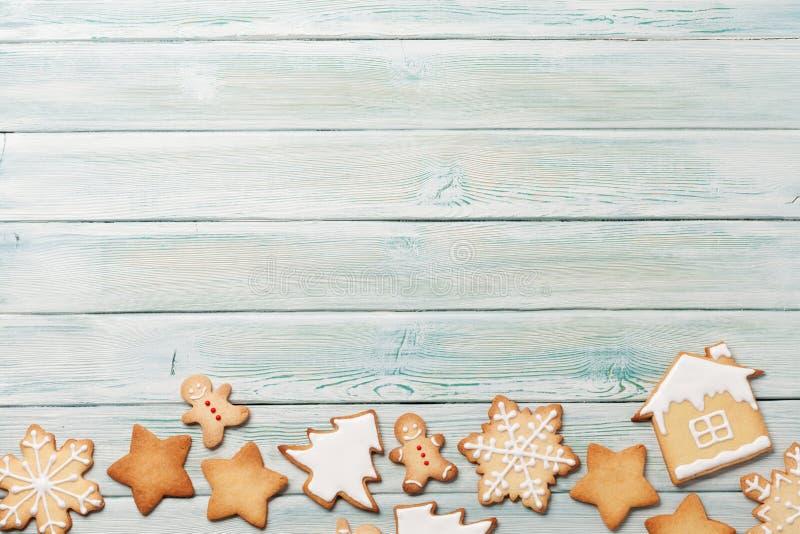 Tarjeta de felicitación de la Navidad con las galletas del pan de jengibre imágenes de archivo libres de regalías