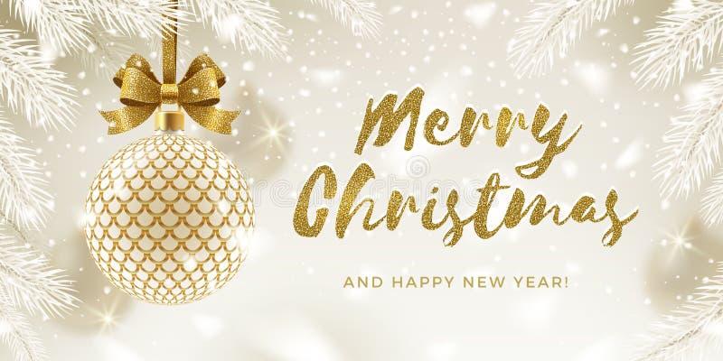 Tarjeta de felicitación de Navidad Glitter dorado calligraphy saludo y bauble dorado con motivos con un arco colgado en un árbol  stock de ilustración