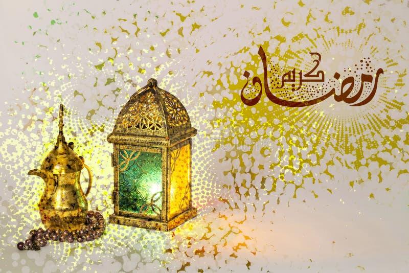 Tarjeta de felicitación para el mes del Ramadán imagen de archivo