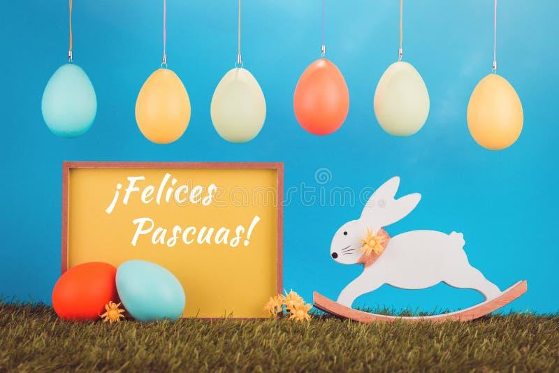 Tarjeta de felicitación de Pascua con el conejito retro imagen de archivo