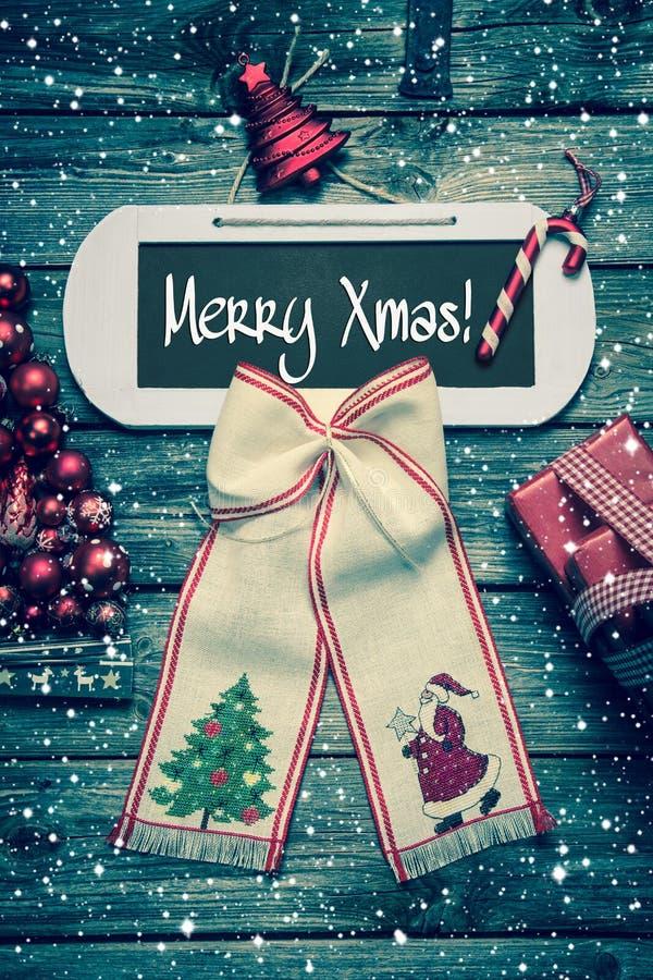 Tarjeta de la Feliz Navidad con el texto - decoración en estilo del vintage imagenes de archivo