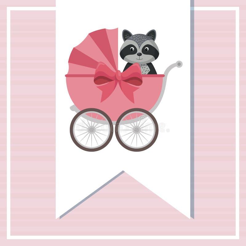 Tarjeta de la fiesta de bienvenida al bebé con el mapache lindo en carro libre illustration