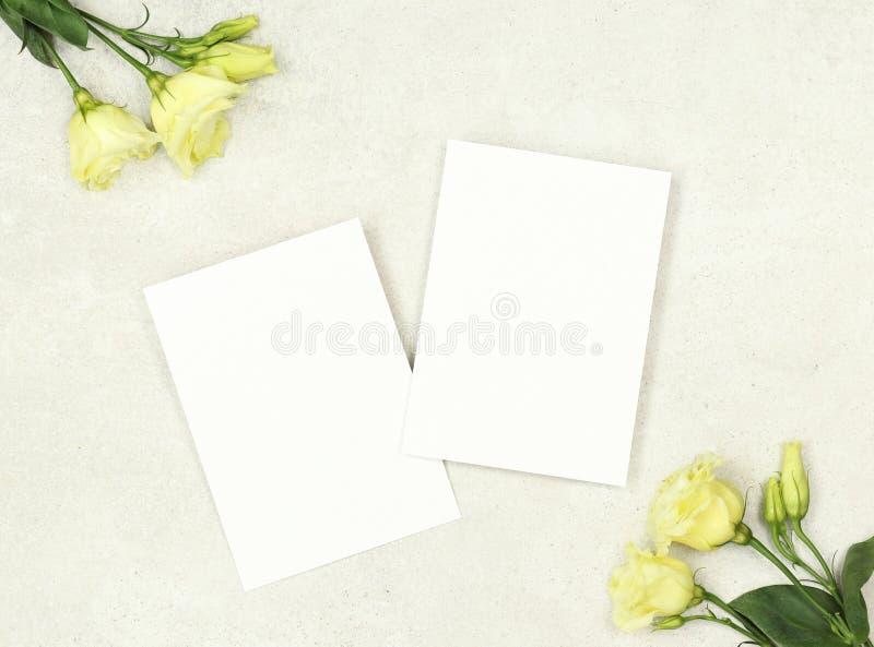 Tarjeta de la invitación de la maqueta para el matrimonio foto de archivo libre de regalías