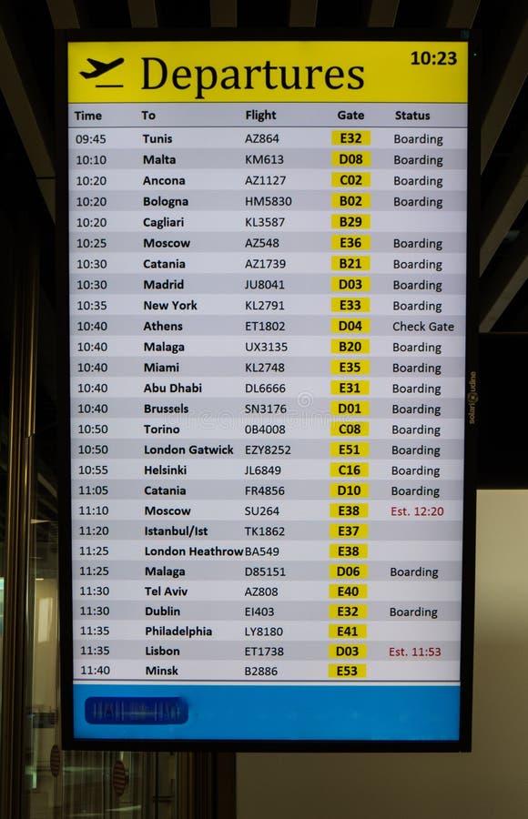 Tarjeta de las salidas del aeropuerto internacional foto de archivo