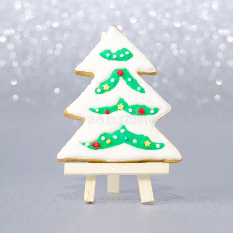 Tarjeta de Navidad con el árbol hecho a mano del pan de jengibre fotos de archivo