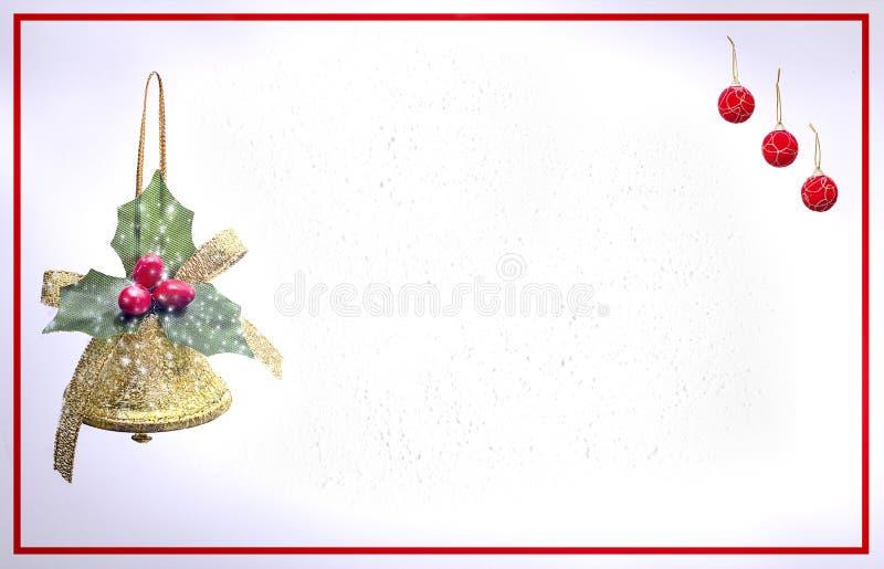 Tarjeta de Navidad con la campana y las bolas rojas imagenes de archivo