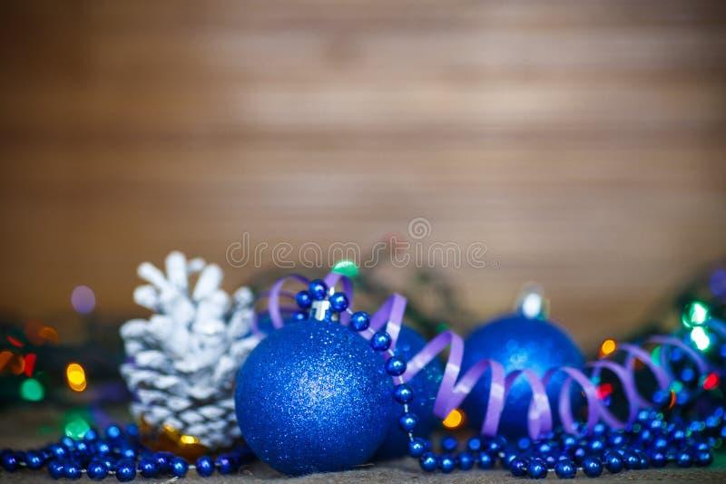 Tarjeta de Navidad con las bolas imagen de archivo libre de regalías