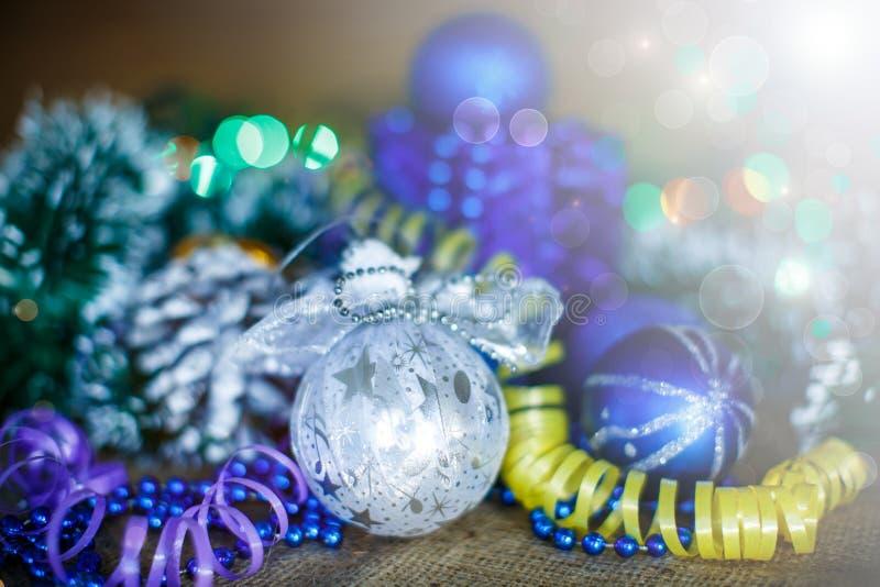Tarjeta de Navidad con las bolas fotografía de archivo libre de regalías