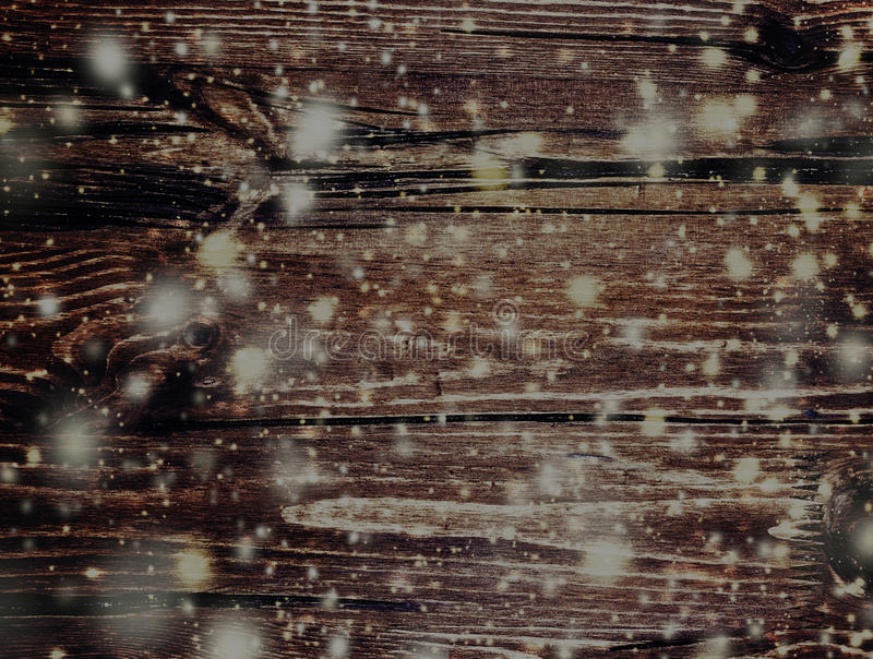 Tarjeta de Navidad del cuento de hadas con textura de madera y snowfl que cae fotografía de archivo libre de regalías