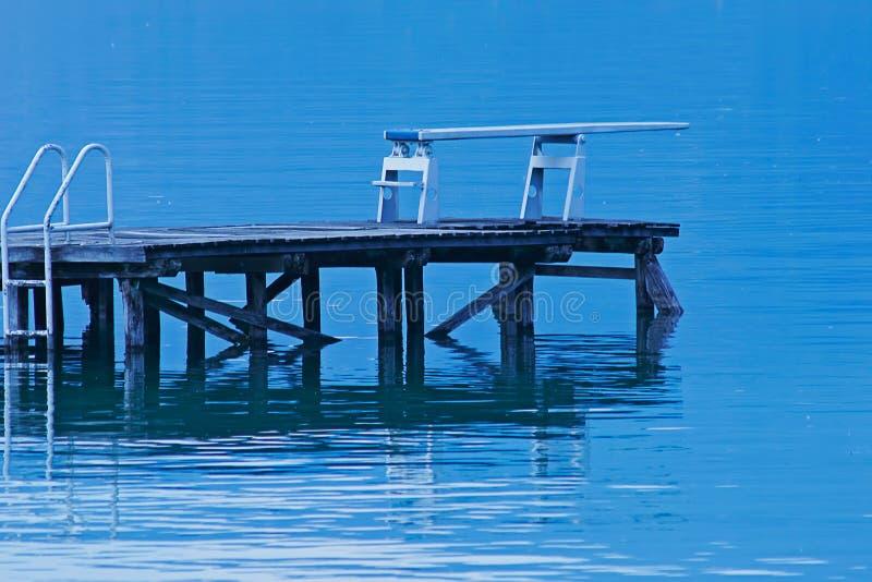Tarjeta de salto en un lago imagen de archivo libre de regalías