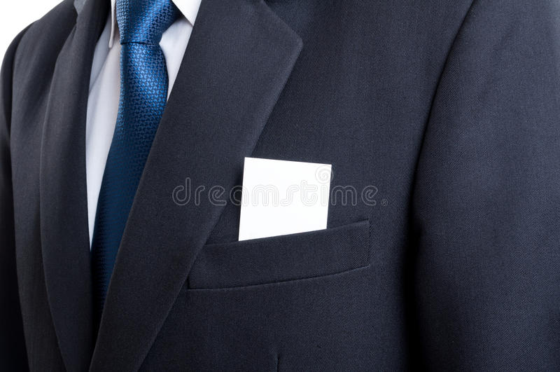 Tarjeta de visita en blanco en bolsillo de la chaqueta del traje del hombre de negocios imagen de archivo