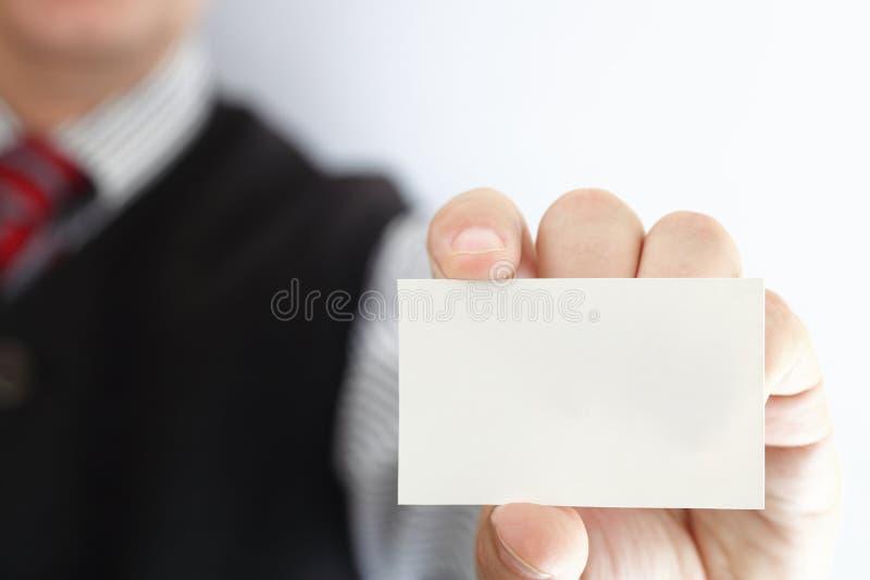 Tarjeta de visita en blanco en una mano fotografía de archivo libre de regalías