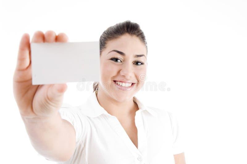 Tarjeta de visita femenina atractiva joven de demostración imagen de archivo libre de regalías