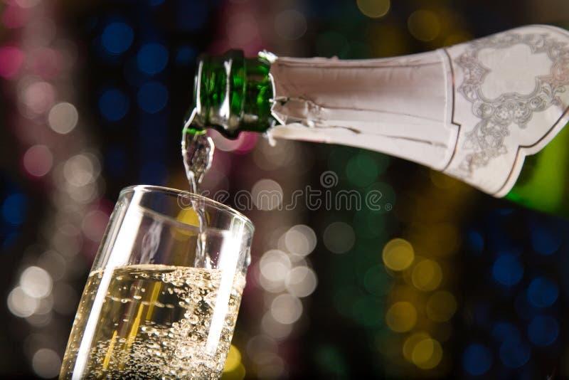 Tarjeta del Año Nuevo con champán imagenes de archivo
