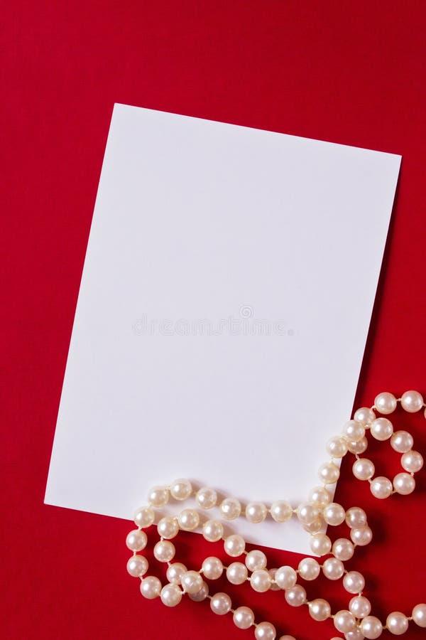 Tarjeta del día de fiesta con las perlas fotografía de archivo libre de regalías