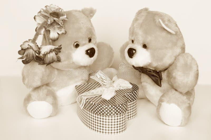 Tarjeta del día de tarjetas del día de San Valentín - Teddy Bears: Fotos comunes imágenes de archivo libres de regalías