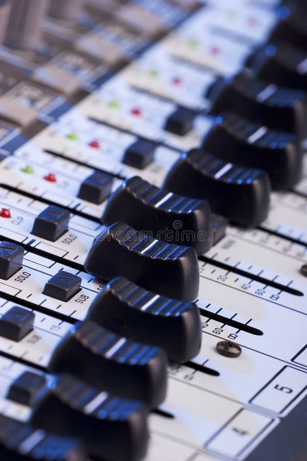 Tarjeta del mezclador de sonidos foto de archivo libre de regalías